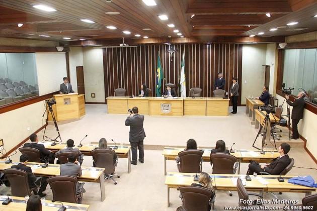Eleitos para Parlamento Jovem tomam posse dia 4 de dezembro.
