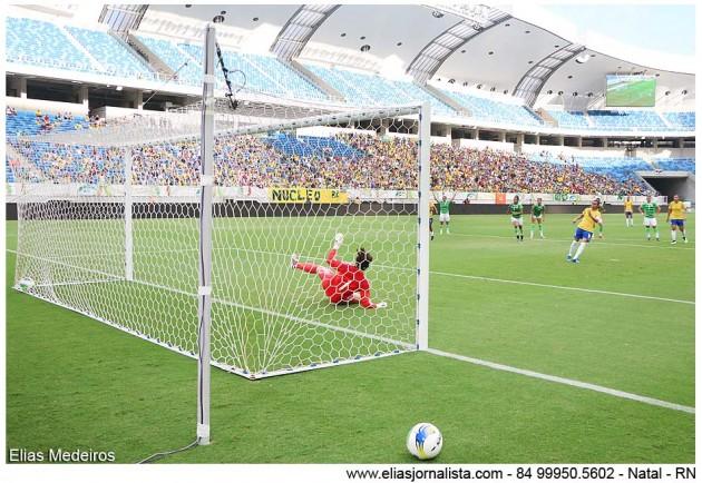 Jogadora entra para a história na goleada do Brasil sobre o México em Natal no futebol feminino
