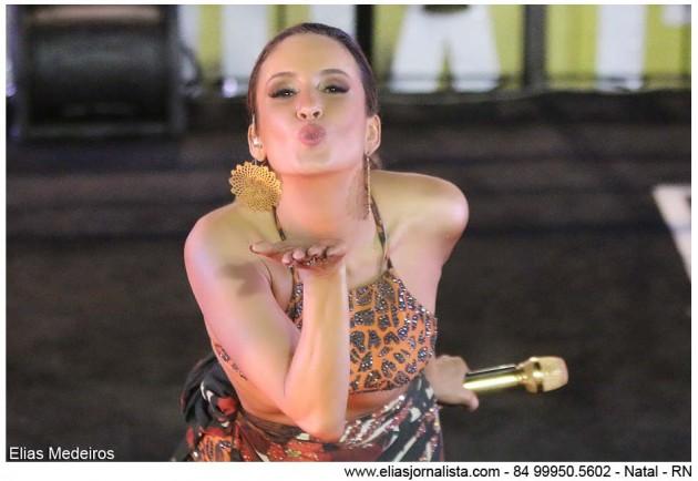 Claudia Leite incendeia segunda noite do Carnatal.