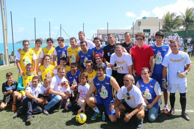 Estrelas do esporte se uniram aos astros da música baiana no Futebol Solidário em favor da AMICO.
