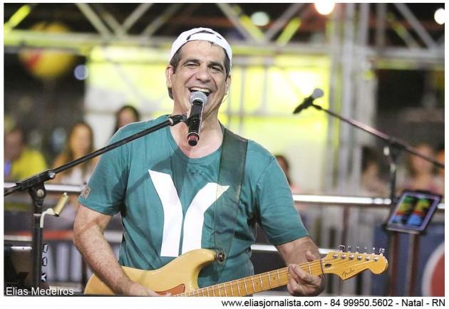 Ex-vocalista do Asa de Águia completou 58 anos em cima do trio.