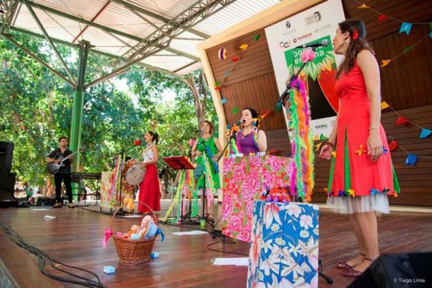 """Praia Shopping promove Carnaval """"O Bloco da Felicidade""""."""