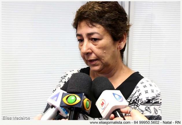 jornalistas, Andreia Mousinho, irmã de Gizela Mousinho, vítima de latrocínio, no dia 2 de janeiro, em frente a uma padaria em Natal.