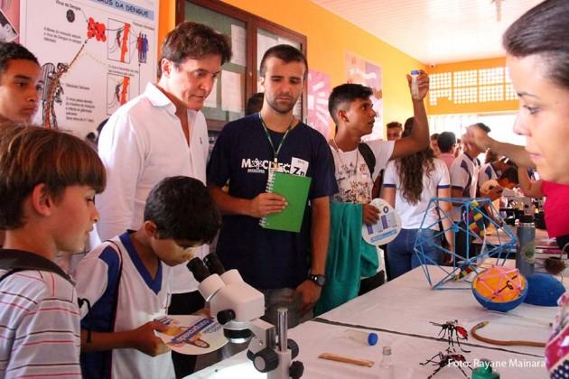 Robinson participa de mobilização da Educação contra o mosquito Aedes aegypti.