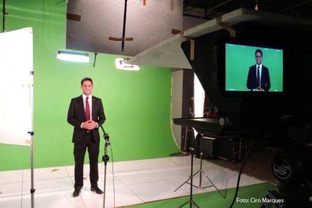 Rafael Motta grava programa partidário do PSB.