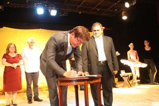 Durante reabertura do TCP, governador anuncia reforma do Teatro Alberto Maranhão e R$ 6 milhões para incentivo à cultura.