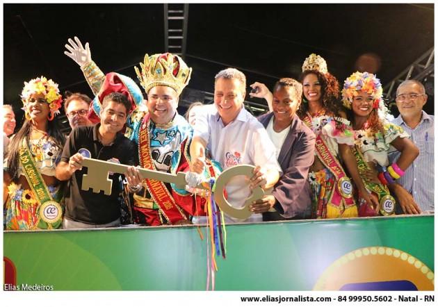 Salvador já está oficialmente no clima do Carnaval.