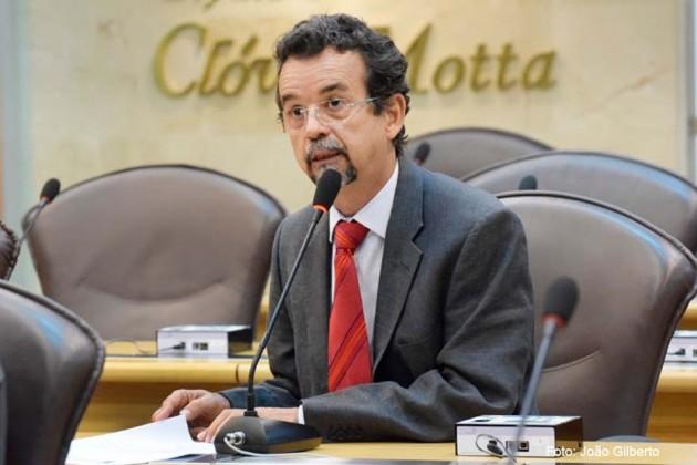 Mineiro defende que Governo reveja contrato com Arena das Dunas.