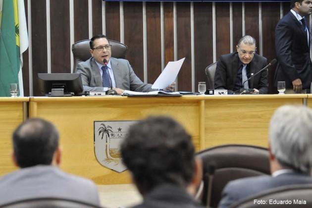Deputados referendam corte de mais de 700 cargos na Assembleia a unanimidade.