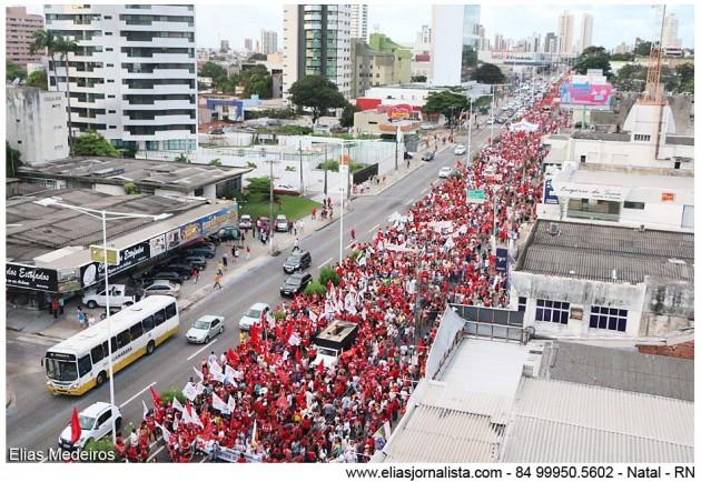 Protesto contra o impeachment da presidente Dilma reúne 30 mil pessoas em Natal.