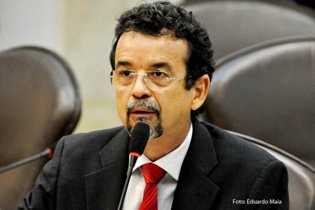 Mineiro comenta decisão da Câmara dos Deputados em relação ao impeachment.