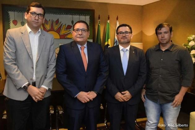 Presidente do Legislativo  firma parceria entre AMARN e TV Assembleia.