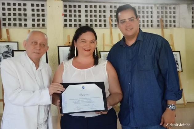 A Assistente Social, Célia Santos recebeu homenagem por excelentes