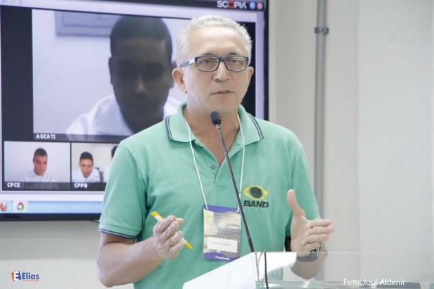 O jornalista e repórter fotográfico Elias Medeiros, apresentou a palestra sobre fotojornalismo.