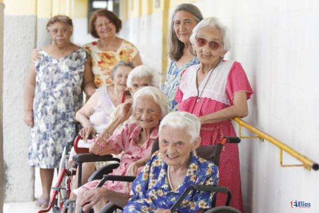 """Mostra fotográfica homenageia mães do Abrigo Juvino Barreto """"Mães do Juvino""""."""