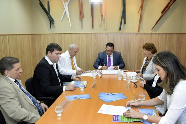 Presidente da Assembleia aproxima Legislativo Estadual do Municipal via Educação.