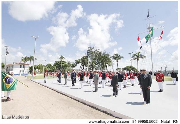 civis e militares da Marinha do Brasil e outras Forças, foram agraciadas com a medalha da Ordem do Mérito Naval,