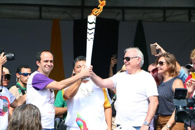 Tocha Olímpica chega ao Estado e é recepcionada pelo governador em exercício Fábio Dantas. (Foto: Ivanizio Ramos).