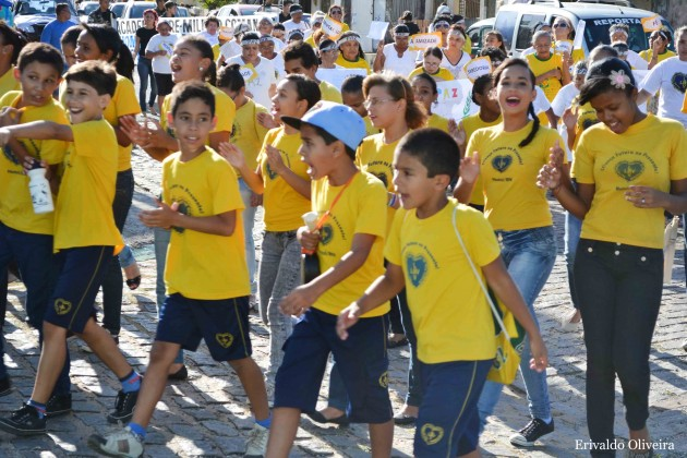 LBV promove caminhada em defesa dos direitos das crianças e dos adolescentes.