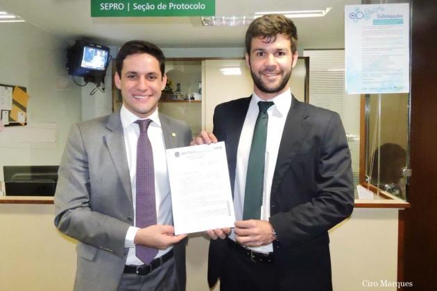 Rafael Motta apresenta projeto que isenta universitários do ProUni e Fies do pagamento de taxas administrativas em universidades privadas.