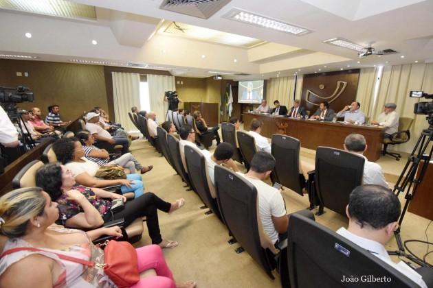 Terceirizados recorrem à Assembleia para mediar débitos com o Executivo.