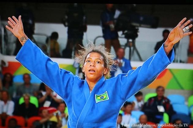 Rafaela Silva conquista primeiro ouro olímpico para o brasileiro.