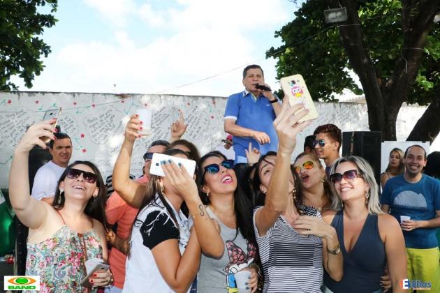 O seresteiro e apresentador da Band Nordeste Luiz Almir fez um sohow