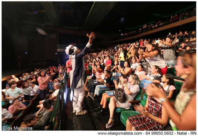 Carlinhos Brown realiza show para alunos de  escolas públicas.