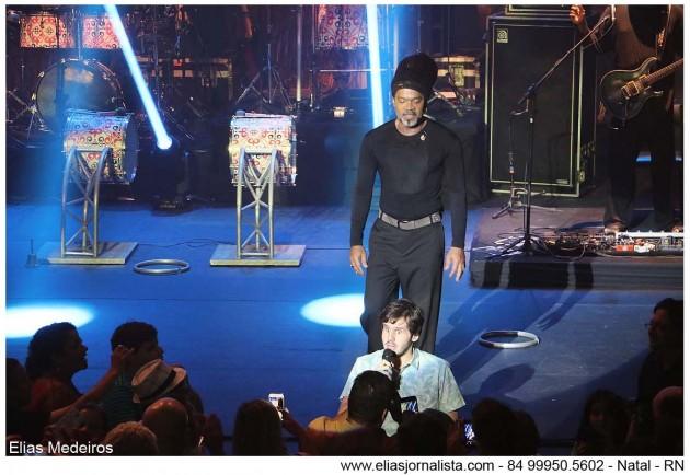 Fernando Paiva Campos deficiente visual roubou a cena no show de Carlinhos Brown realizado no Teatro Riachuelo.