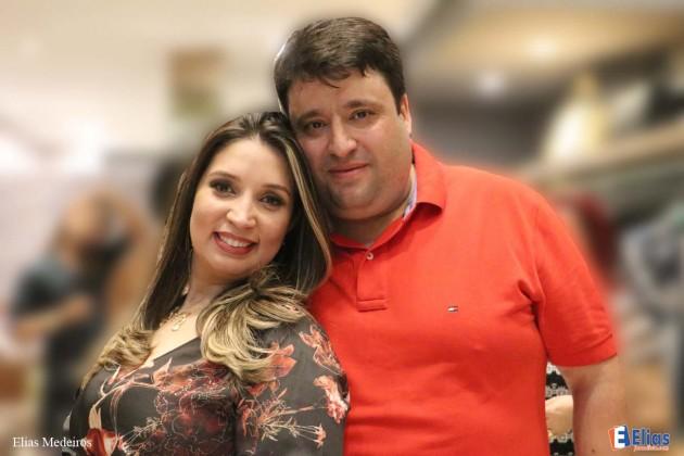 O casal Carlos e Rozana Mota receberam a imprensa e convidados na inauguração da D´Maria no Praia Shopping.