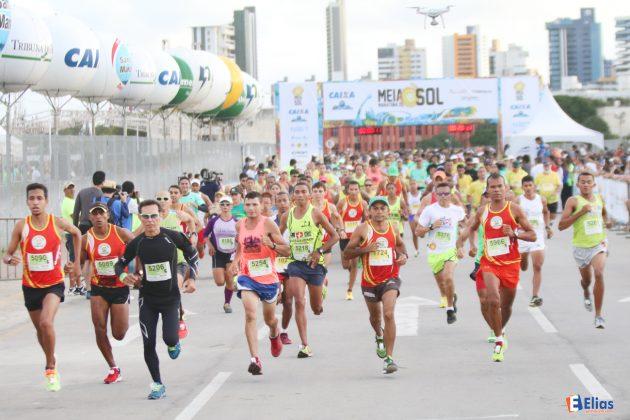 Meia Maratona do Sol reúne 6 mil corredores em Natal.
