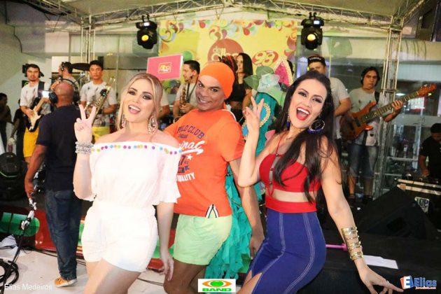 Sob o comando de jornalista Juliana Celli com participação especial da Fadinha e da modelo e webgirl Gabriela Cândida.