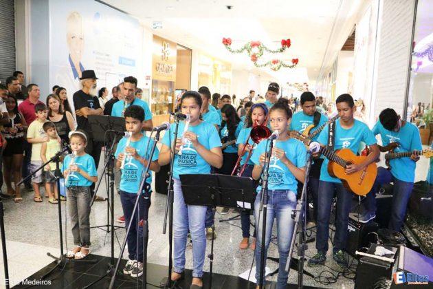 O projeto Ilha de Música da comunidade da África fizeram um show na abertura da exposição de Fernando Chiriboga.