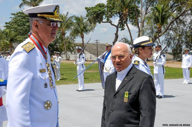 Monsenhor Lucas foi agraciado com a Medalha Mérito Tamandará.