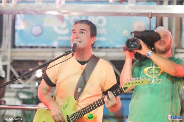 vocalista Ricardo Chaves, o único puxador de bloco na história dos 26 anos do evento que se mantém fiel ao mesmo bloco.