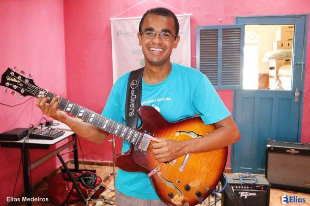 ex aluno e monitor de violão Erinaldo Edson