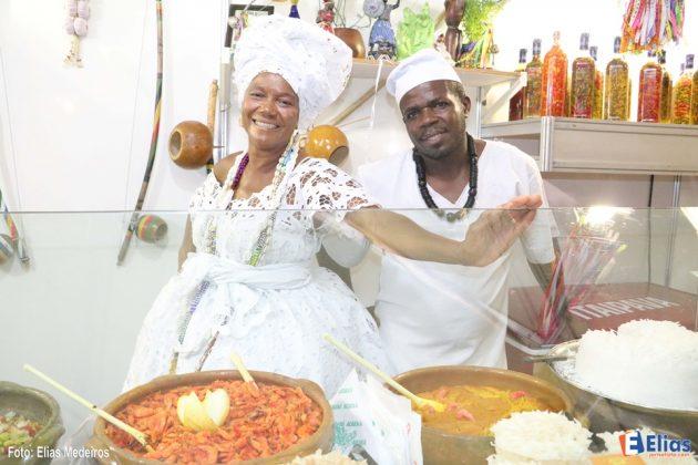 A o acarajé baiano de Jacira faz sucesso na FIART 2017