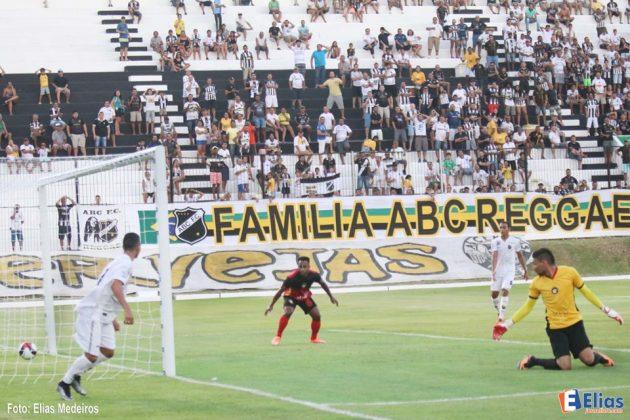 Primeiro gol do centroavante Nando.