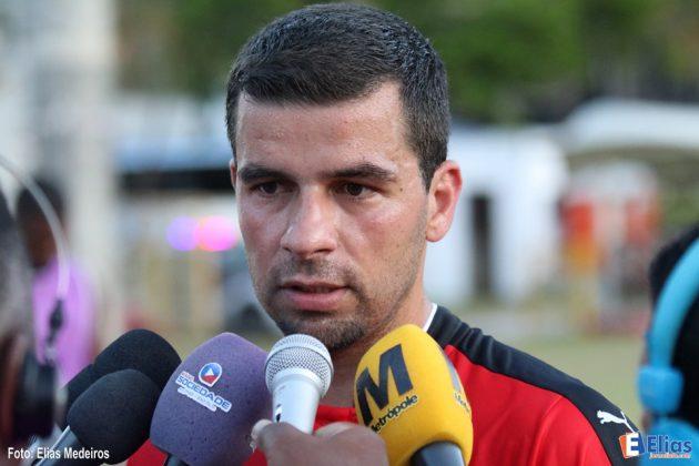 André Lima fez o gol que decidiu o jogo para o Vitória.