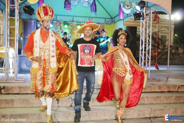 O Rei e a Rainha do carnaval 2017 fizeram a abertura do baile das Kengas.
