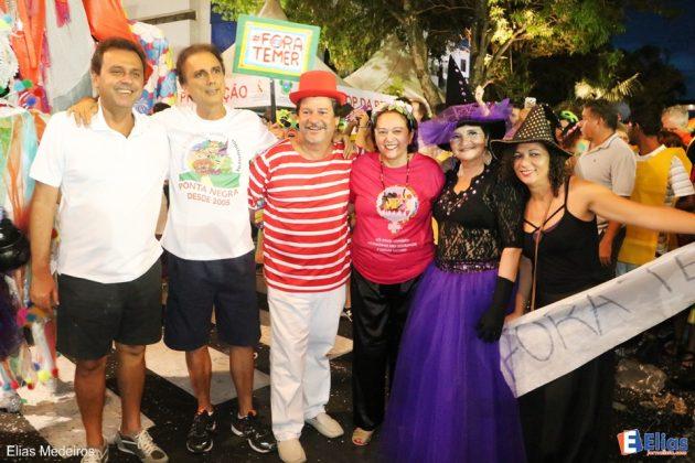 O prefeito Carlos Eduardo e a senadora Fátima Bezerra marcaram presença no Bloco 'Poetas, carecas, bruxas e lobisomens'