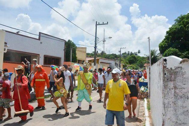 O Bloco das Vassourinhas encerra o Carnaval de Pirangi.