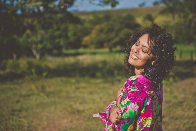 Dani Cruz apresenta seu show 'Elas' no Maré Acústica neste sábado (18). (Foto: Rodolfo Maia).