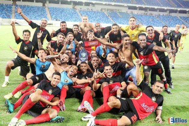 Euforia toma conta dos jogadores do Globo FC após a conquista.
