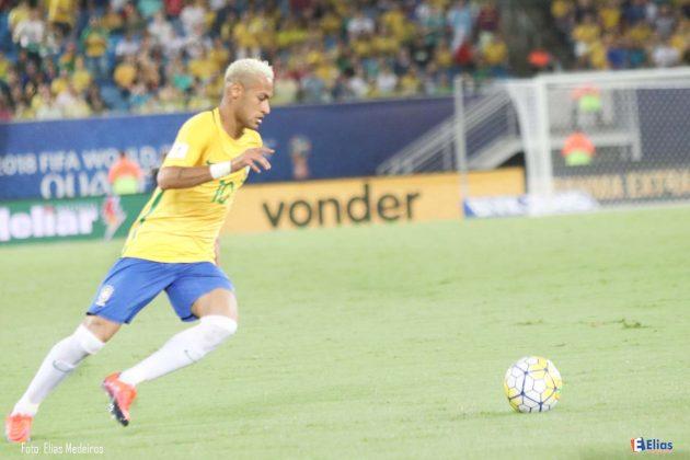 Neymar será o capitão contra o Paraguai jogo que garante vaga na Copa do Mundo.