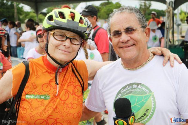 Renata Falzoni, a maior cicloativista do Brasil com o jornalista Flávio Rezende.