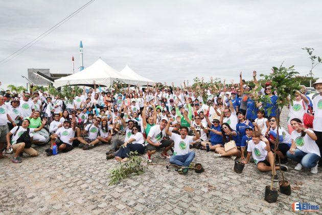 """300 mudas foram plantadas no """"Mutirão Plantio de Árvores"""" na Ciclovia Rota do Sol""""."""