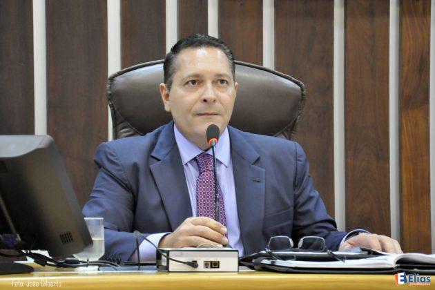 Governo atende solicitação de Ezequiel e entrega carros frigoríficos para municípios do Seridó.
