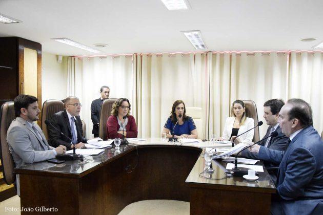 Projeto aprovado na CCJ garante direito a aleitamento materno em locais públicos