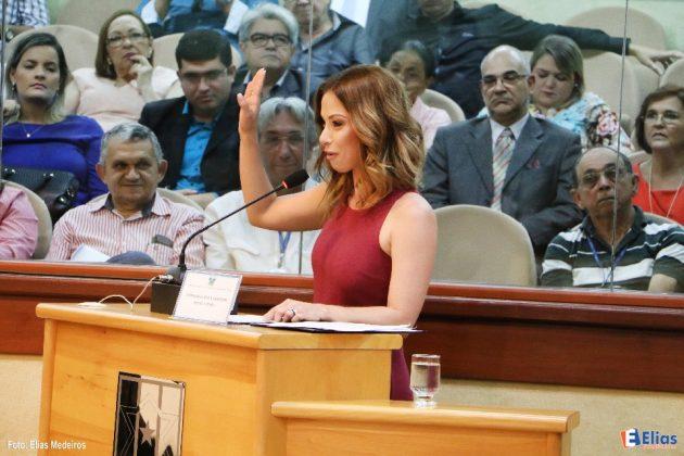 Falando em nome dos homenageados, a jornalista Neila Medeiros agradeceu a homenagem conferida pela Casa.